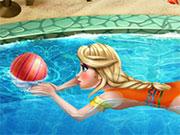 Ельза в басейні