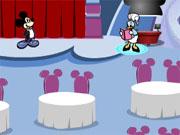 Міккі розсаджує гостей