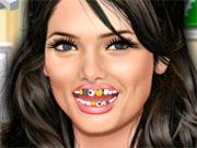 Ешлі Грін лікує зуби