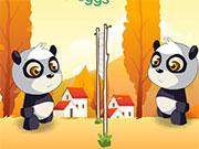 Дві панди перекидаються яйцями